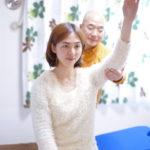 関節の痛みは、どう動かしたら痛むのか?を調べる事が重要です!京都 やまぞえ整体院では、細かく分析してから整体を行うので効果が高いです!